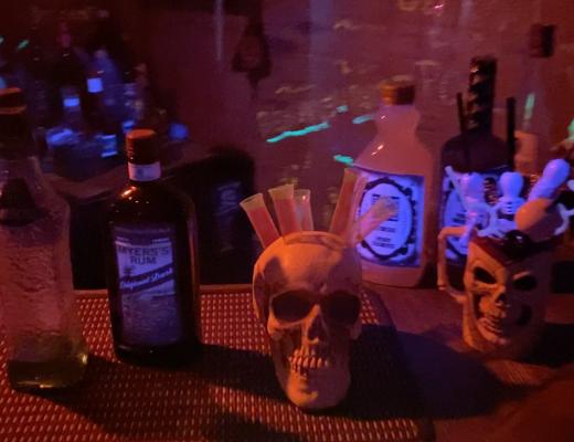 iki-Bar-Chris-Pinto-Halloween-Skull-Zombies