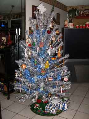 aluminum-christmas-tree1